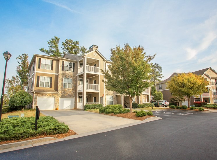 Barrett Walk apartment residence buildings in Kennesaw, GA