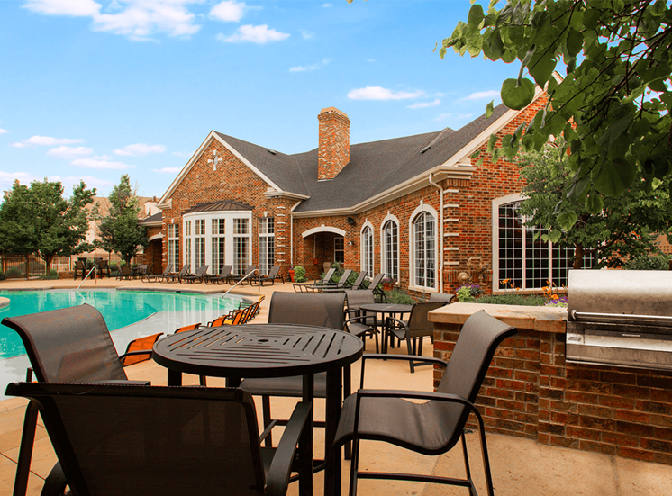 Retreat at City Center apartments poolside BBQ and picnic area in Aurora, Colorado