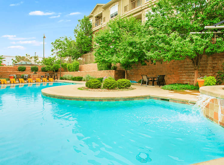 Retreat at City Center apartments swimming pool in Aurora, Colorado