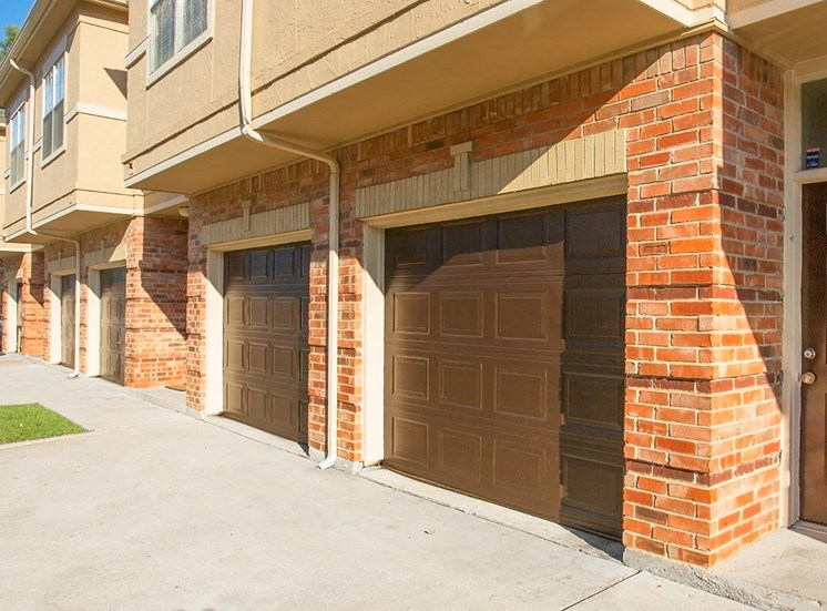Verandah at Valley Ranch apartments with garages in Irving, Texas