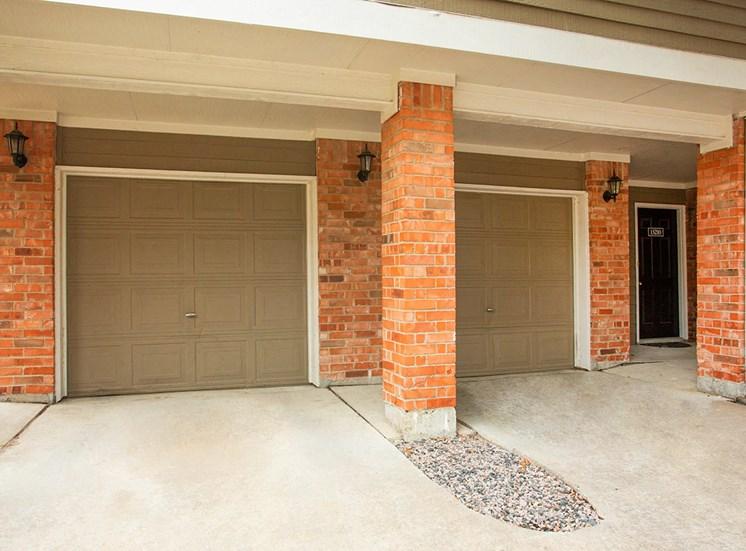 Retreat at Spring Park apartment garages in Garland, TX