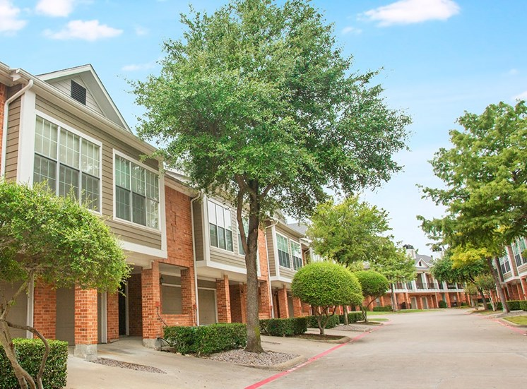 Retreat at Spring Park apartments residence buildings in Garland, TX