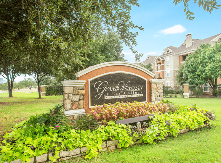 Grand Venetian at Las Colinas apartments for rent in Irving, Texas