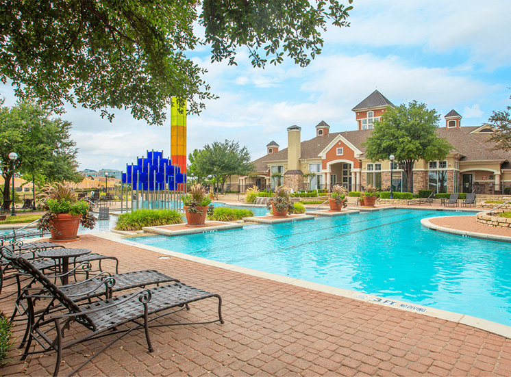 Grand Venetian apartments swimming pool in Irving, Texas
