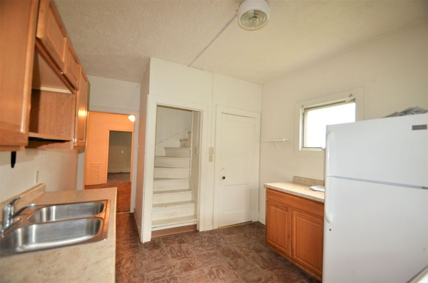 1141 Pine St | Kitchen | Three Sixty Real Estate Solutions