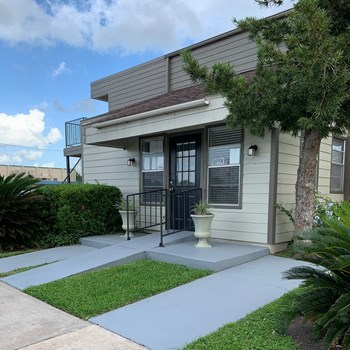 1603 E. Brazos St. 1-2 Beds Apartment for Rent Photo Gallery 1