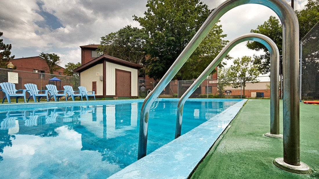 Supervised Outdoor Swimming Pool