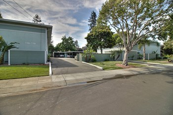 720 - 738 Sutter Avenue 2 Beds Townhouse for Rent Photo Gallery 1