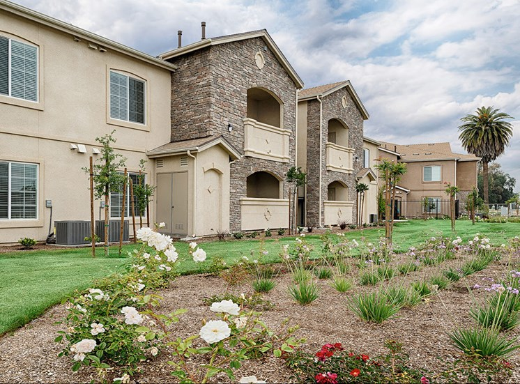 The Grove Apartments Landscaping in Lemoore
