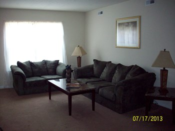 100-2 Radcliff Lane 3 Beds Apartment for Rent Photo Gallery 1