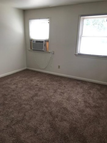 13441 Warwick Blvd Studio-1 Bed House for Rent Photo Gallery 1