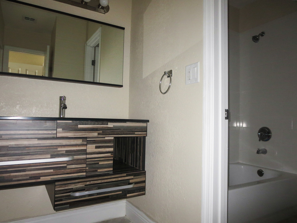 Palmera Pointe Condos Bathroom