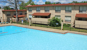Apartments in Maryland Heights with pool