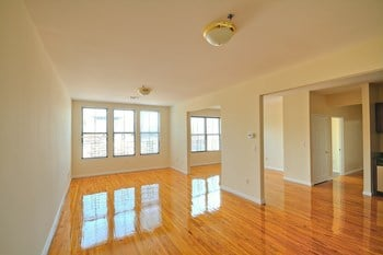 520 Main Street 2 Beds Apartment for Rent Photo Gallery 1