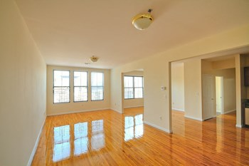 520 Main Street 2-3 Beds Apartment for Rent Photo Gallery 1