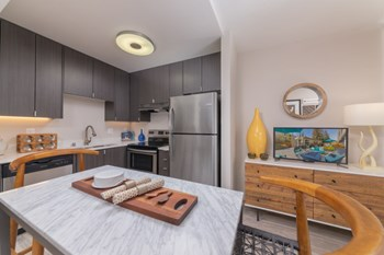 535 Everett Avenue Studio Apartment for Rent Photo Gallery 1