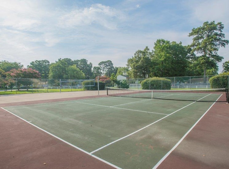 tennis courts at  Portsmouth apartments for rent