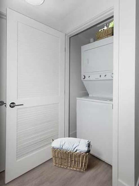 apartment in-unit washer/dryer