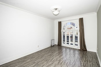 735 Taylor Street Studio Apartment for Rent Photo Gallery 1