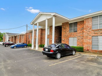 1400 W Swan Street 1 Bed Apartment for Rent Photo Gallery 1