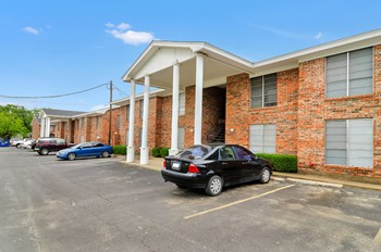1400 W Swan Street 1-2 Beds Apartment for Rent Photo Gallery 1