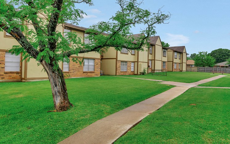 Apartments in Stephenville Lawn
