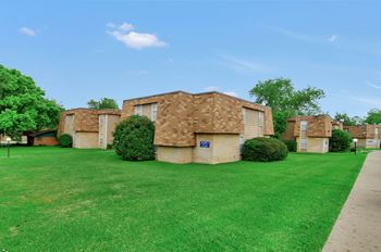 2251 W Tarleton Street 1-2 Beds Apartment for Rent Photo Gallery 1