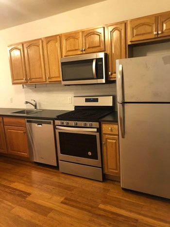 40 Bowers St. 2 Beds Apartment for Rent Photo Gallery 1