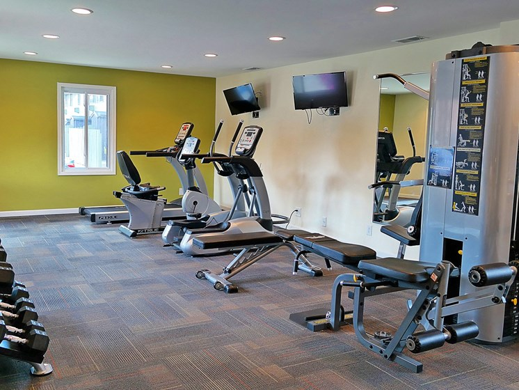 Fitness Center With Modern Equipment at Kingston Square Apartments, Indiana, 46226