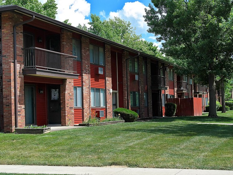 Lush Green Outdoors at Kingston Square Apartments, Indianapolis, IN, 46226