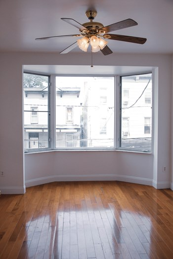 111 Hutton St. 2 Beds Apartment for Rent Photo Gallery 1