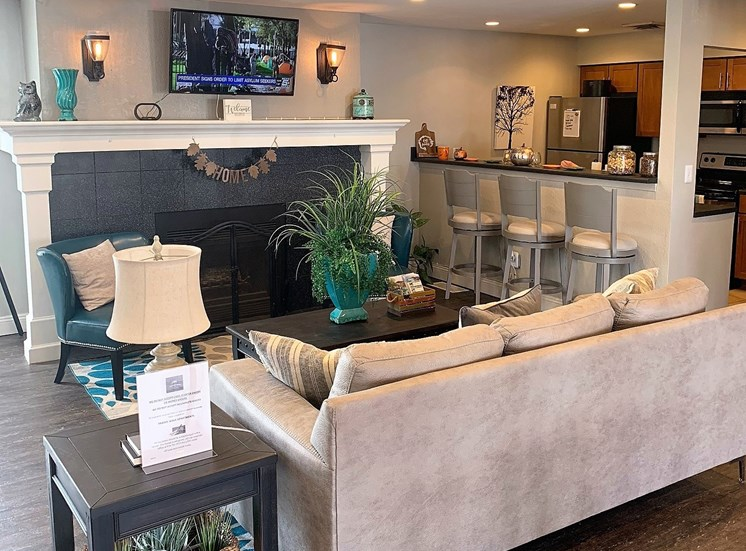 Lounge and breakfast bar at Prairie Walk Apartments in South Kansas City, MO