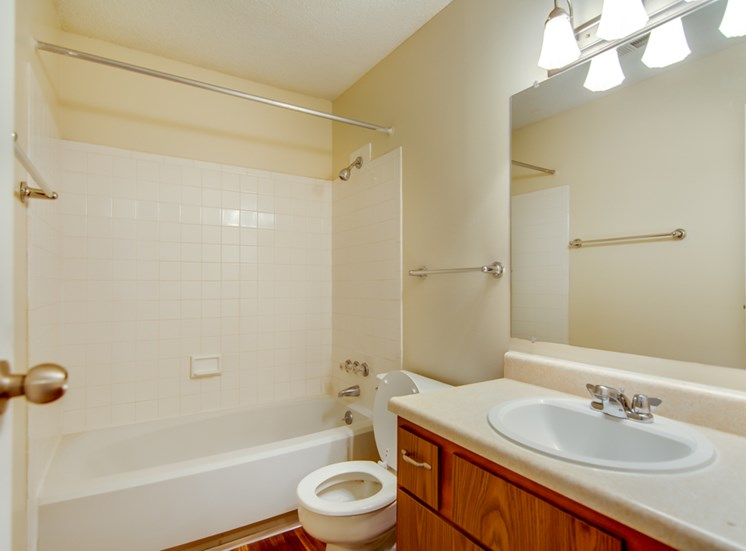 Bug bathrooms at Prairie Walk Apartments in Kansas City, MO and in South Kansas City, MO