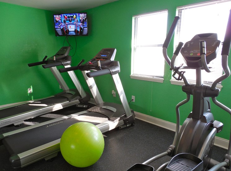 24 Hour Gym at Prairie Walk Apartments in Kansas City, MO and in South Kansas City, MO
