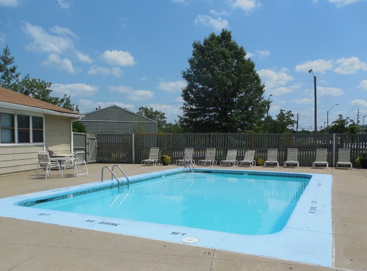Swimming pool at Prairie Walk Apartments in Kansas City, MO and in South Kansas City, MO
