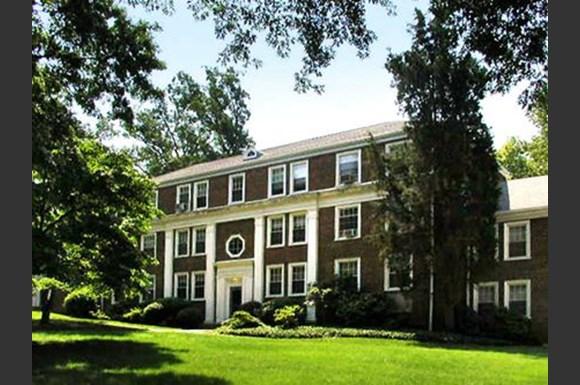 Naylor Gardens Apartments 2725 30th Street Se Washington Dc Rentcaf