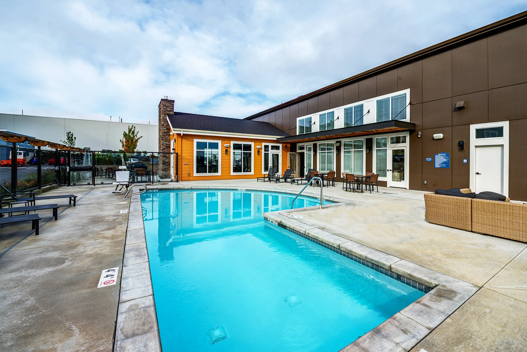 Lynnwood wa apartments altia apartments photo gallery for Lynnwood swimming pool schedule
