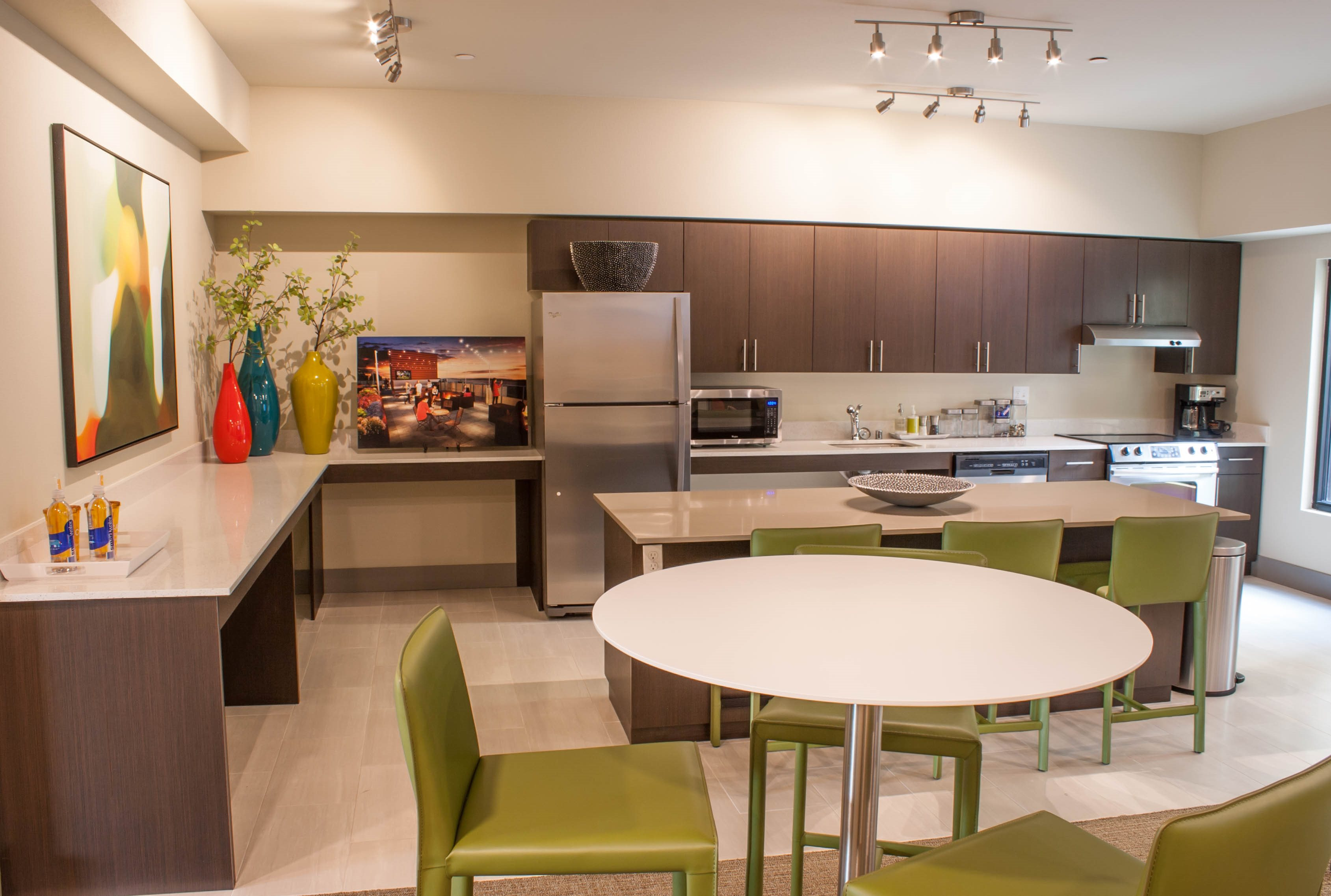 Personal Dining at Canvas Apartments, Seattle, WA,98119