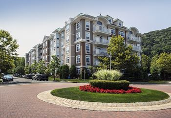 2100 Round Pointe Drive 1-2 Beds Apartment for Rent Photo Gallery 1