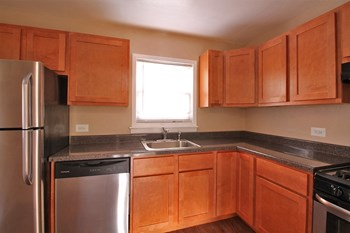 527-533 Desplaines Ave & 7624-726 Wilcox St. 1 Bed Apartment for Rent Photo Gallery 1