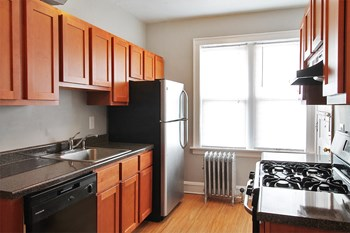 1151 S. Oak Park Ave. Studio-1 Bed Apartment for Rent Photo Gallery 1