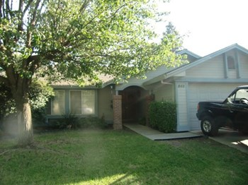 840 University Dr 3 Beds House for Rent Photo Gallery 1