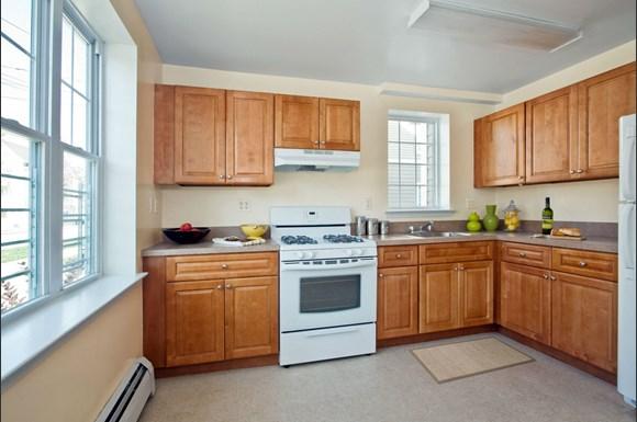 Markham Gardens Apartments, 70 N  Burgher Avenue, Staten