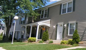 Apartments in Grand Rapids with front porches