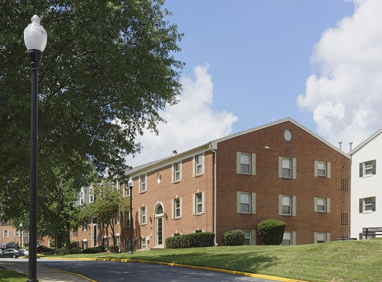 Renovated Apartment Homes Available at Courthouse Square Apartments, Towson, MD,21286