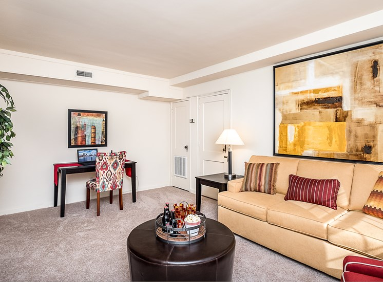 Cross Country Manor living room, Maryland, 21215