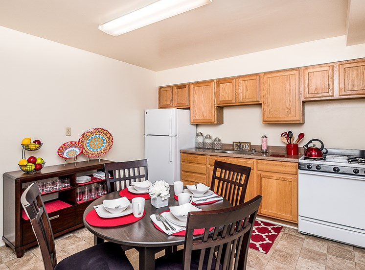 Cross Country Manor model apartment dining room, Maryland, 21215