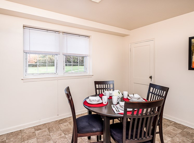 Cross-Country-Manor apartments dining, Baltimore, MD 21215