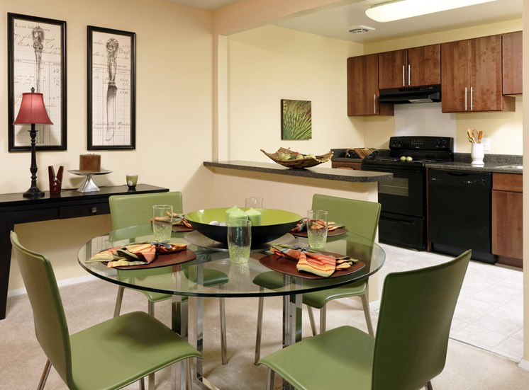 Separate Dining Area at Kenilworth at Charles Apartments, Towson, MD,21204
