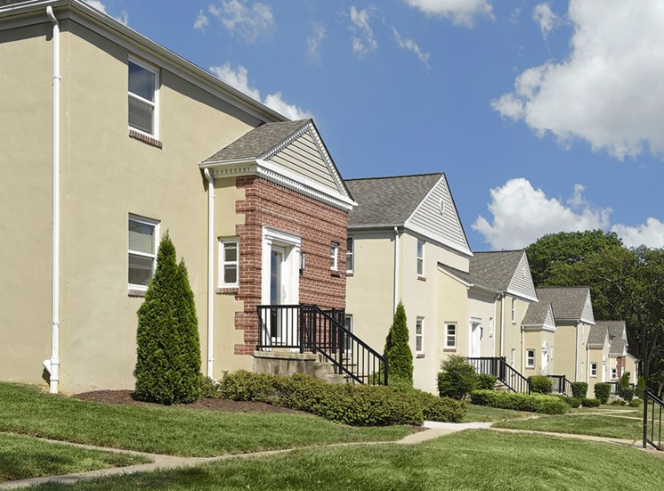 Beautifully Landscaped Grounds at Mount Ridge Apartments, Baltimore, MD,21228
